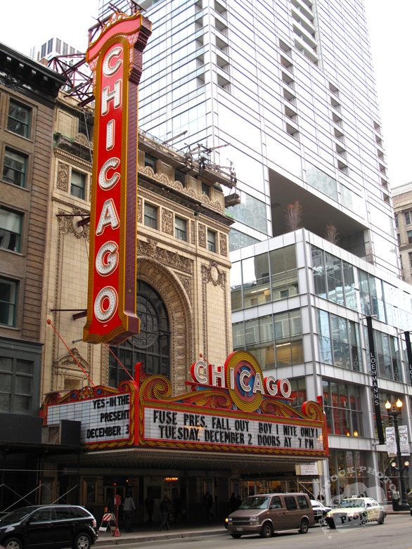 Chicago Theatre, Chicago Theater, Chicago Landmark, entertainment building, performance, Chicago downtown, classic architecture photo, building, free stock photos, free images, royalty-free image