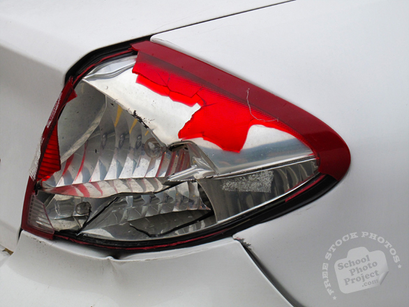 broken tail light, damaged rear light, car, auto, automobile, free foto, free photo, picture, image, free images download, stock photography, stock images, royalty-free image