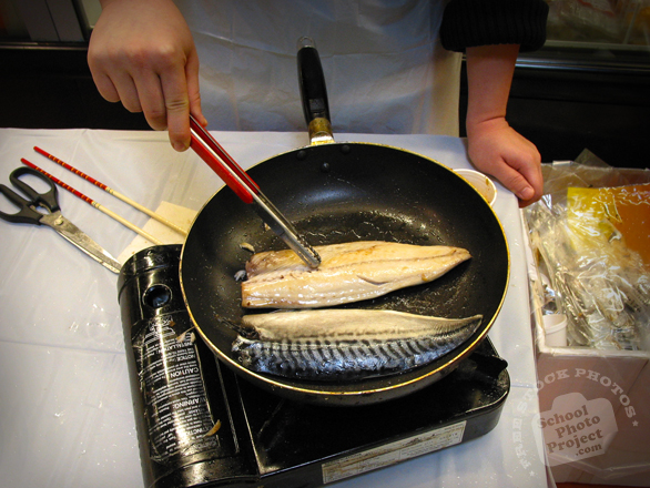 free pan frying photo fish frying picture cooking image
