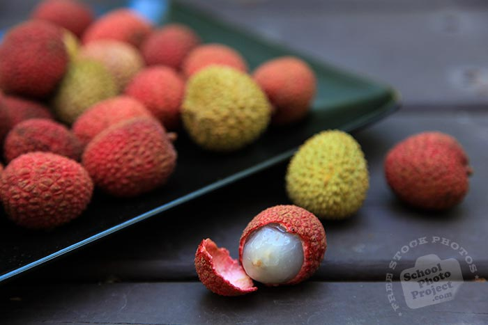 peeled lychee, ripe lychees on plate, picture of lychees, fresh lychee, fruit photo, free stock photo, stock photography, royalty-free image