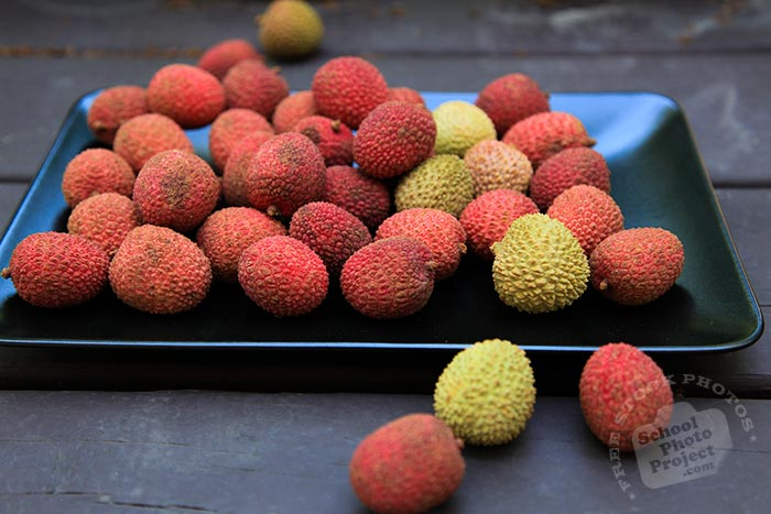 ripe lychee, lychees served on plate, picture of lychees, fresh lychee, fruit photo, free stock photo, stock photography, royalty-free image