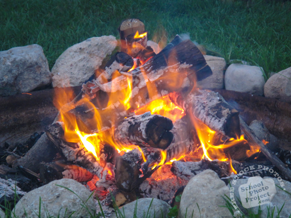 fire, small bonfire, campfire, free stock photo, picture, free images download, stock photography, royalty-free image