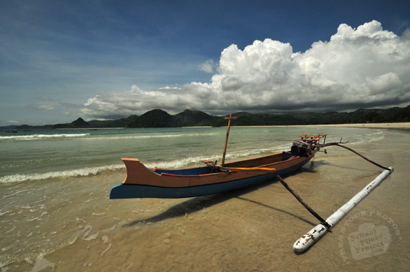 Lombok Island, Gili Meno Island, fisherman's canoe, sandy beach, seascape, cumulus nimbus cloud, Indonesia, Southest Asia, travel, tourism, interesting scenery, getaway photos, vacation, holiday pictures, travel photos, photo, free photo, stock photos, royalty-free image, free download image