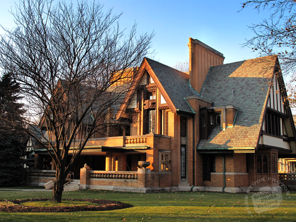 Frank Lloyd Wright, design, Oak Park, Chicago, Illinois, historic building, landmark, famous architecture, classic architecture, building photo, free stock photos, free images, royalty-free image