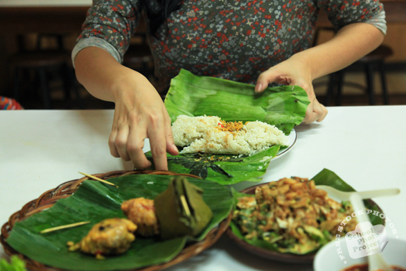 preparing food, sundanese food, Indonesian traditional food, food photos, free photo, picture, image, free images download, stock photography, stock images, royalty-free image