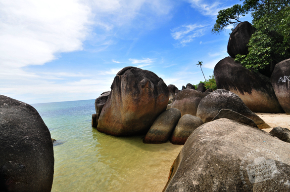 boulders, stone, big rocks, rock sediments, tropical islands, beach, seaside, seascape, sunny day, beautiful panorama, landscape, nature photo, desktop wallpaper, free stock photo, free images, stock photography, royalty-free image